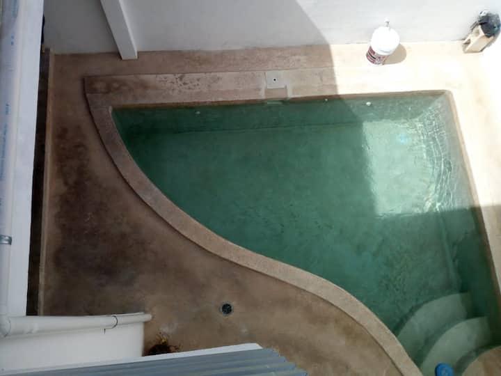 Casa con piscina privada, a 30 min de ZH / Apto.