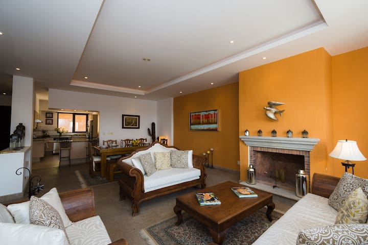Lovely PH w' Pool & Private Terrace