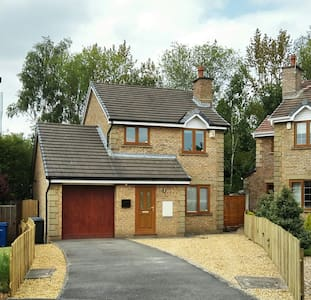 Modern detached 3 bedroom home + Driveway + Garden - Chorley