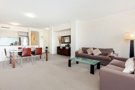 EXECUTIVE SPACIOUS INNER CITY APARTMENT - West Perth - Appartement