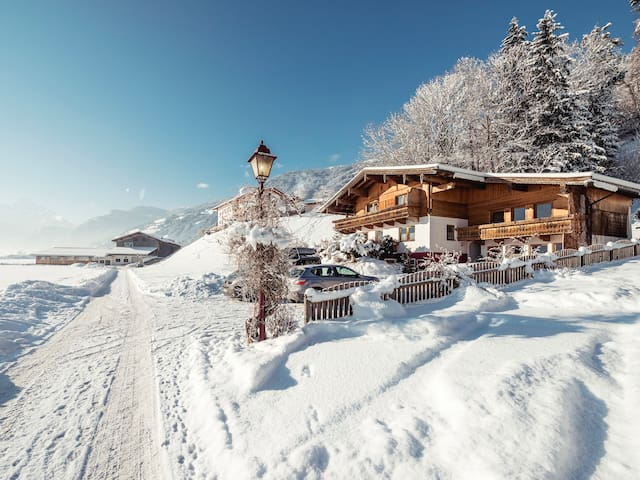 Winter bei uns in Zellbergeben - Foto by Jan Hanser (mood.at)