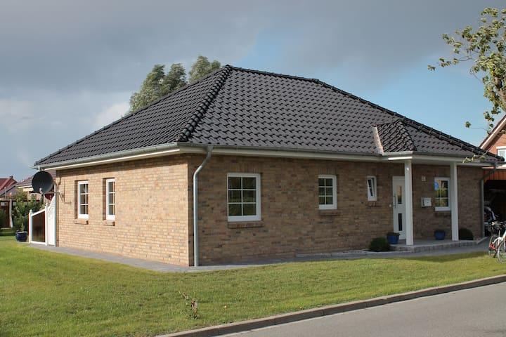 Moderner kuscheliger Winkelbungalow - Oldenburg in Holstein - Bungalow