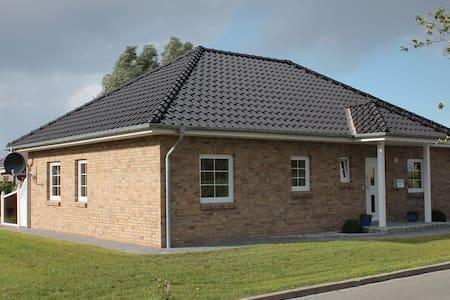 Moderner kuscheliger Winkelbungalow - Oldenburg in Holstein
