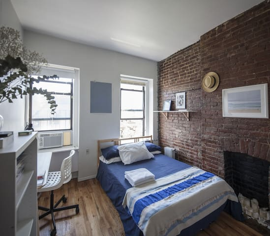 Cozy Room Times Square + ALL Museums Free Pass