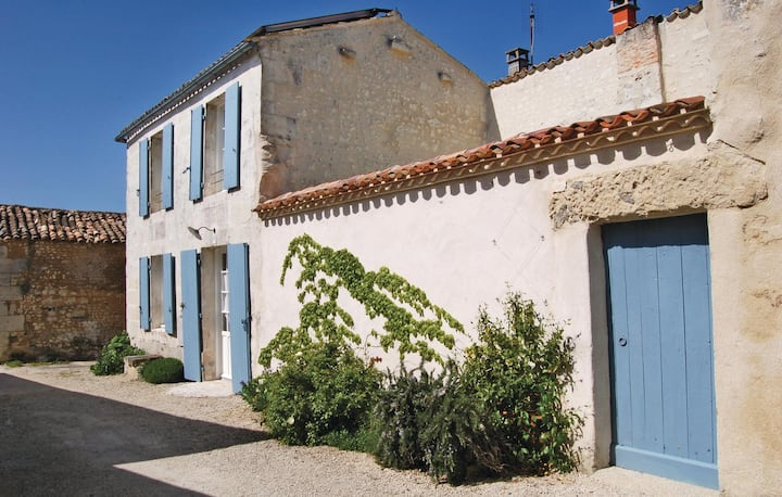 Holiday cottage with 2 bedrooms on 85m² in Mortagne