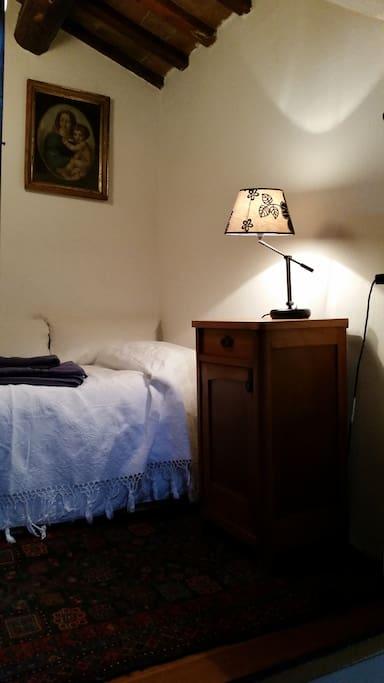 camera singola sottotetto charming