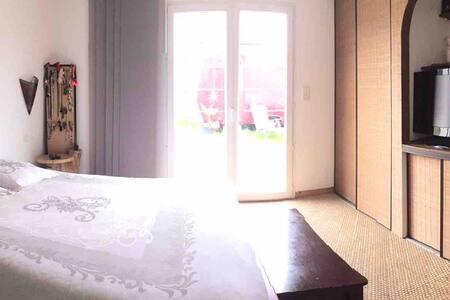Baie du Mont ST Michel chambre avec douche à loué