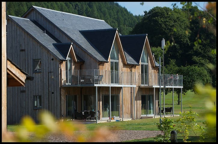 5 Star Villa/Apartment sleep4 + cot - Kenmore - Casa