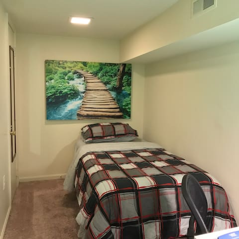Warm and inviting! Private room with Private Bath - Baltimore