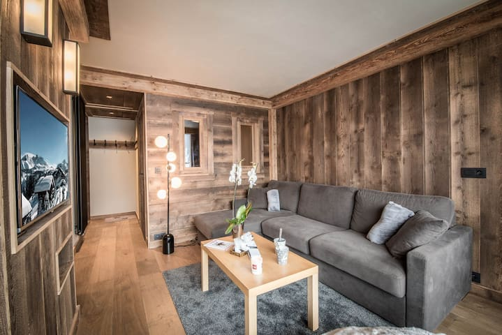 Ski in/out renoved apartment in Courchevel 1650