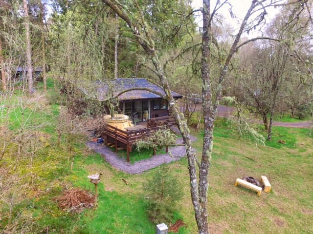 Secluded Forest Lodge with Hot Tub - Dalavich - Chatka