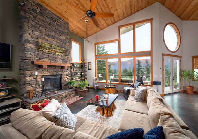 Luxurious Gorge View Loft-Perfect Romantic Getaway