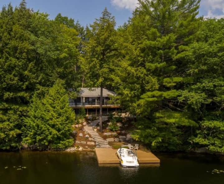Sapphire A modern new build on a quiet Lake Muskoka bay!