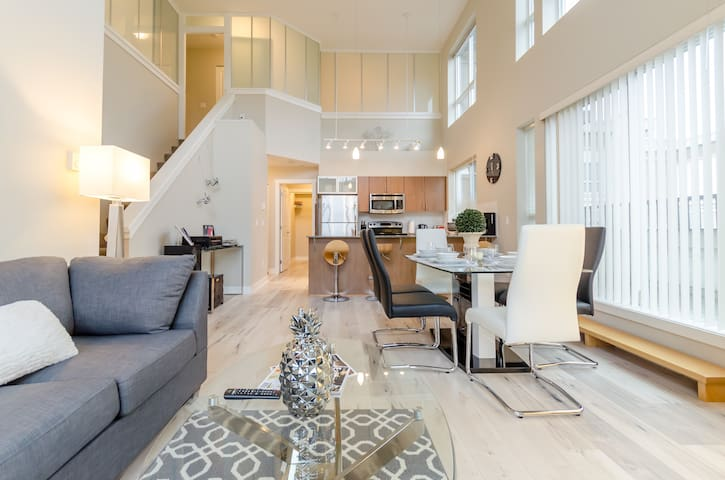 My Lovely Loft 4 Beds/3 Baths Surrey Central - Surrey - Loftlakás