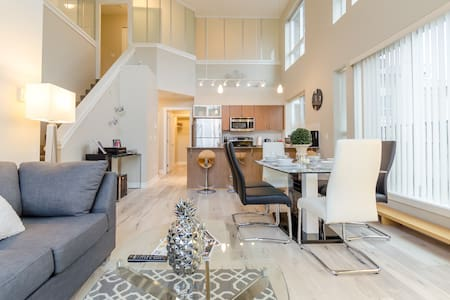 My Lovely Loft 4 Beds/3 Baths Surrey Central - Surrey
