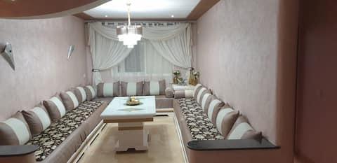 Bel appartement a karacho bien situé  supertte au rdc mosquee en face petit dej oriental offert