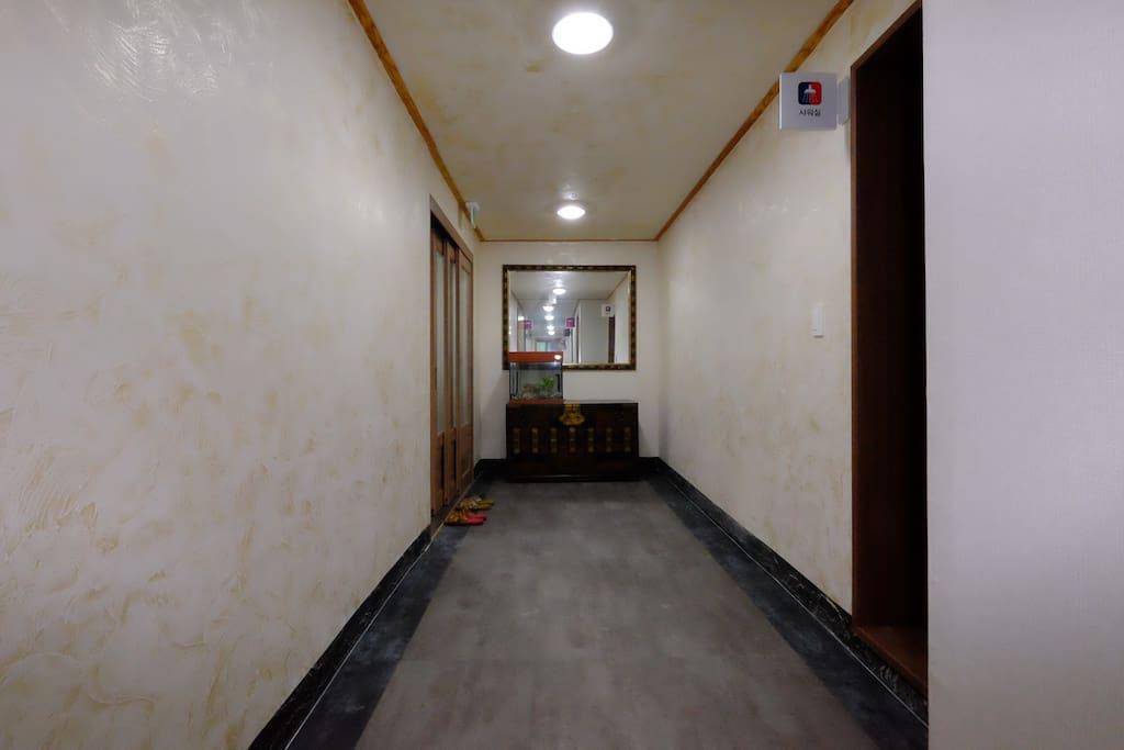 게스트하우스 현관