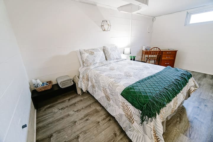 2 BR Guest Suite w/ Private Access Mins. from LU!