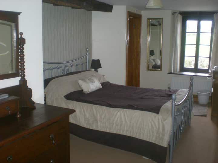 Double Room At The Crown Inn, Longtown, Hereford