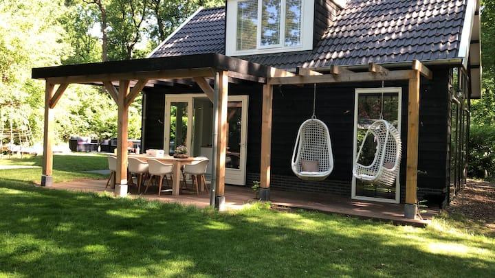 Luxe vakantiehuis in bosrijke omgeving