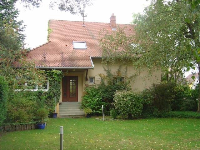 Chambres dans maison  avec grand jardin, proche cv - Haguenau - House