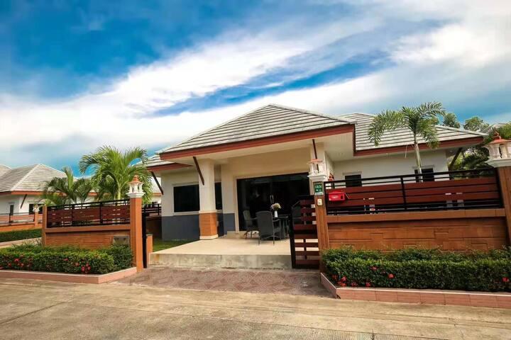 Dusit 近杜拉拉市场 近海边 适合家庭度假 带私人泳池的独栋别墅