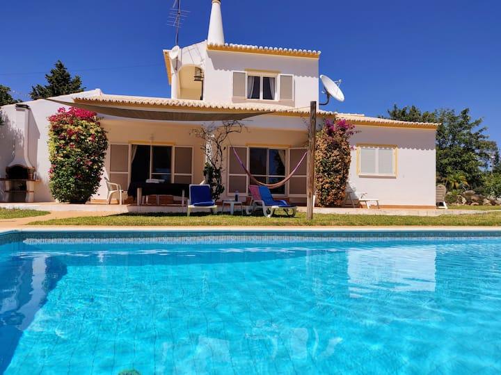 Belle Villa piscine privée et grand jardin, Plages