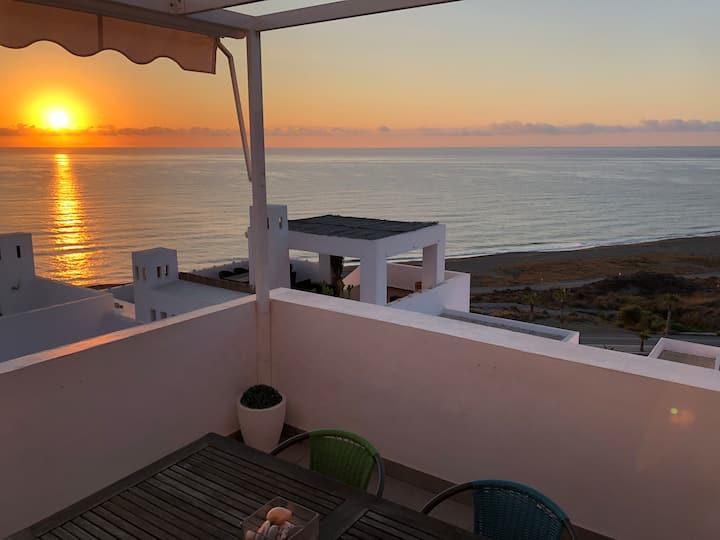 Moderno apartamento frente al mar!