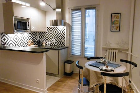 Joli  25m² studio refait à neuf.  6  min metro - 蒙特勒伊 - 公寓