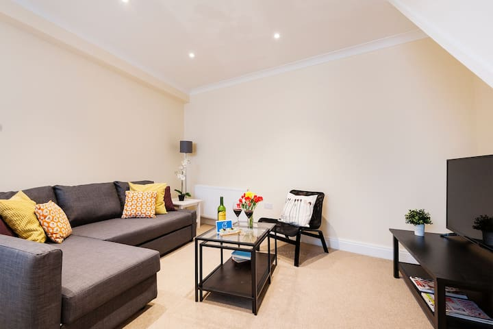 Cozy double room in Barons Court