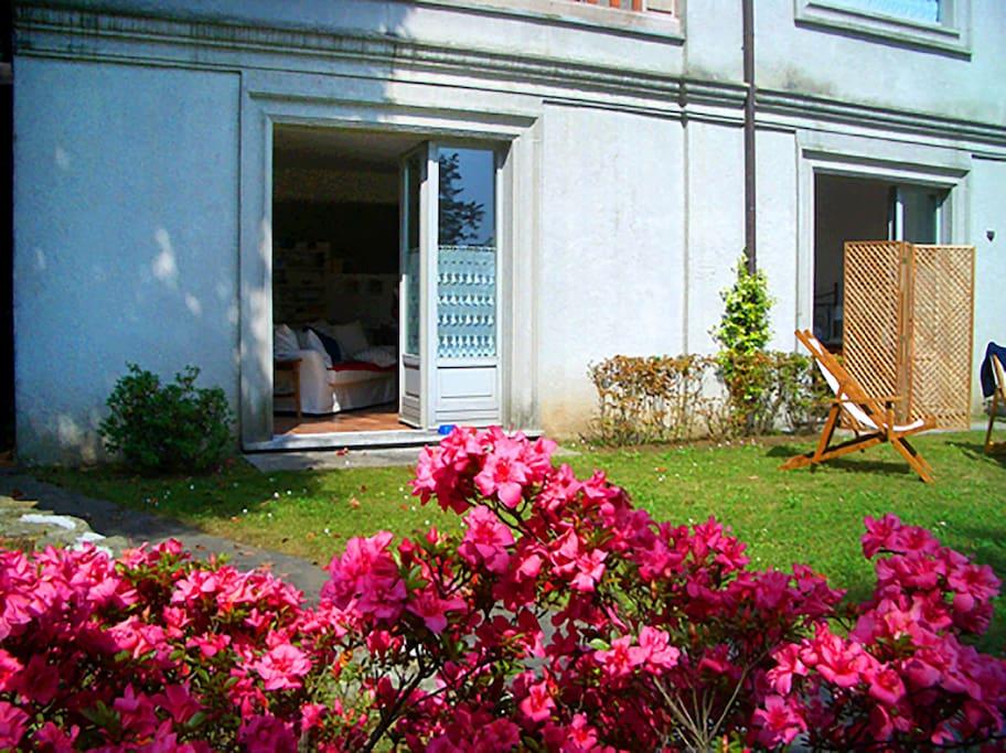 L'ingresso all'appartamento dal giardino privato