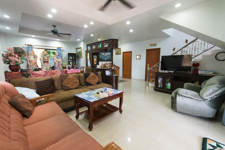 Pattaya Holiday Home suitable for families&groups.