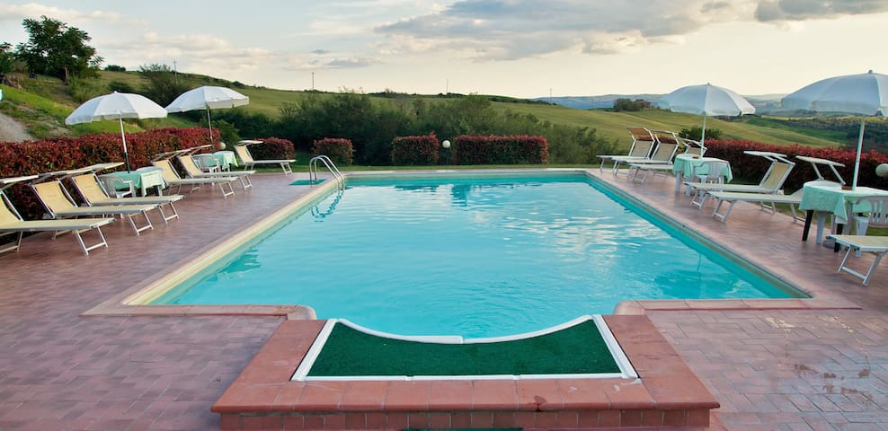 """La Luna"" Apartment with pool - Asciano - Bed & Breakfast"