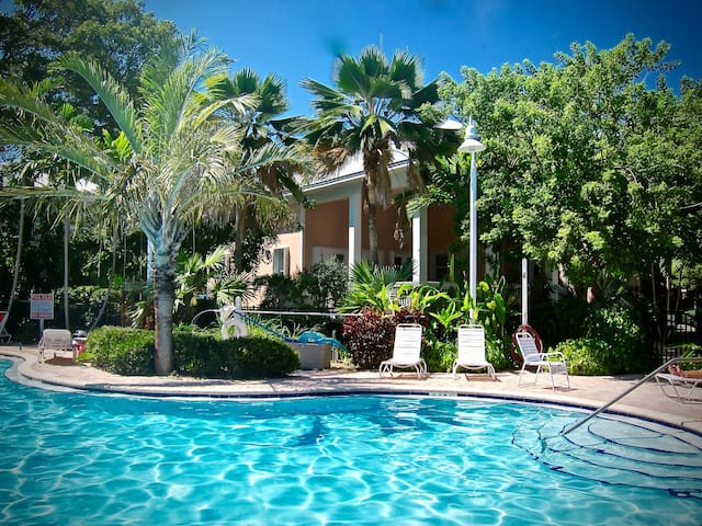 Newly Updated Family Friendly - Key West - House