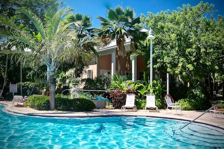 Newly Updated Family Friendly - Key West - Hus