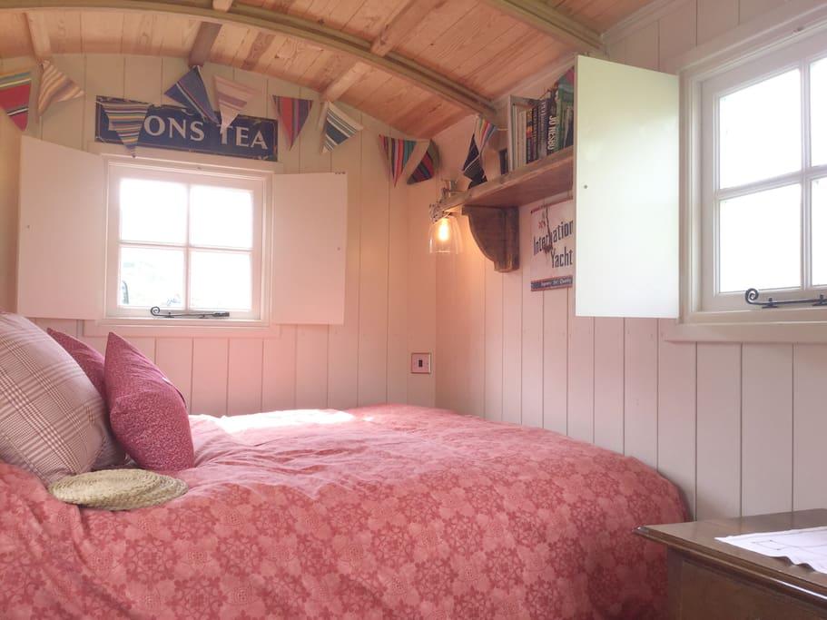 Sleeping area, double bed