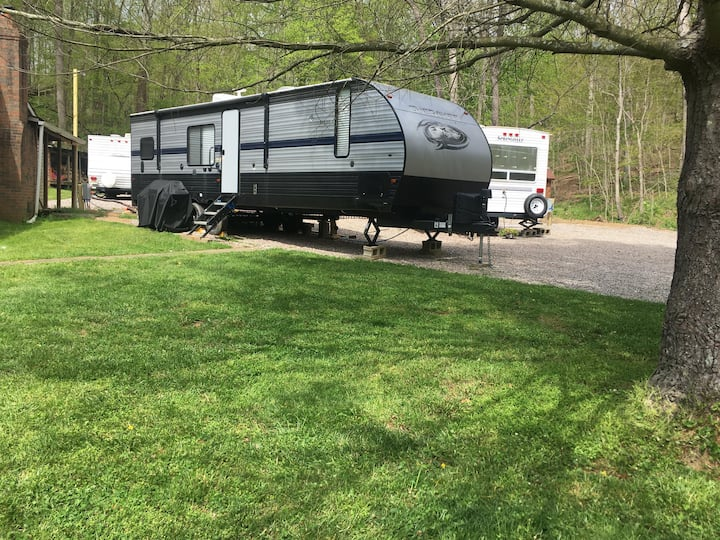 Twin Pine RV SPACES Daily/Weekly No RV Provided.
