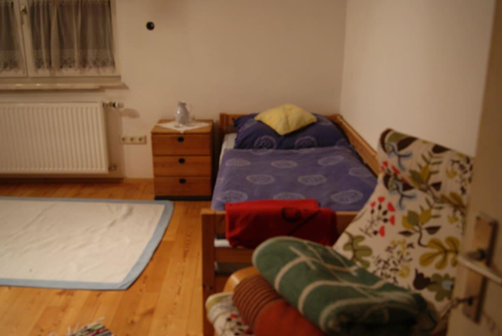 5 beds room