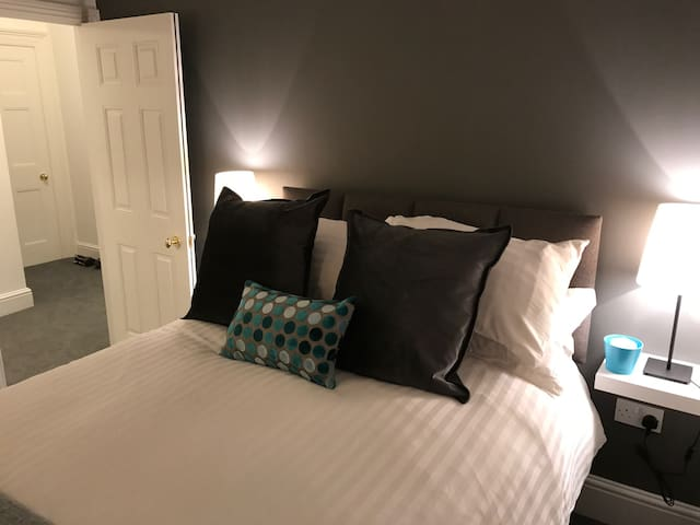 Cheltenham Town Centre - Newly Furnished Apartment - Cheltenham - Apartamento