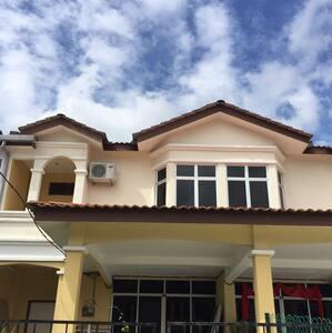 Le Merlot Homestay Serdang Kedah - Serdang - บ้าน