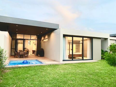 Pet Friendly Private Estate Home W/ Pool & Garden🌴