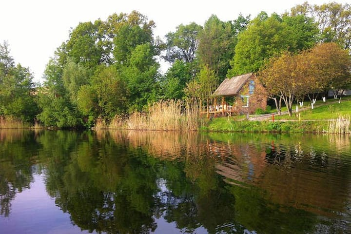 Коттедж у парка у воды за городом - Khalep'ya - Bed & Breakfast
