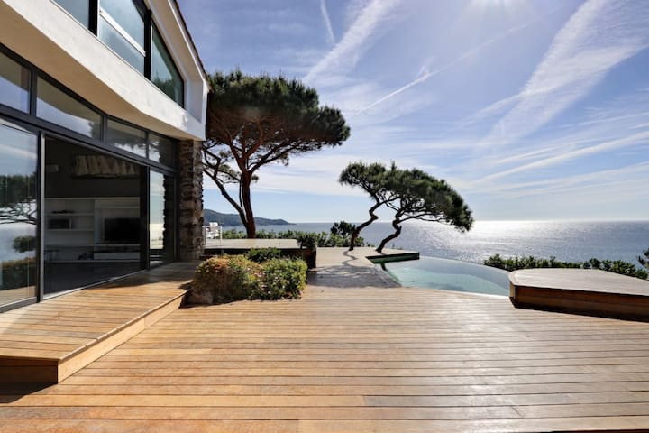 Luxueuse villa, vue mer, avec piscine à Ramatuelle