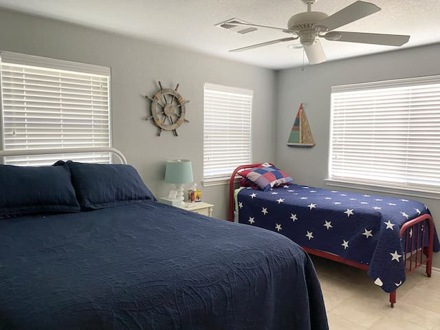Guest bedroom with queen and twin beds!