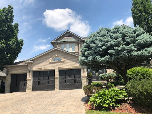 3bdrms in a beautiful house in Vaughan