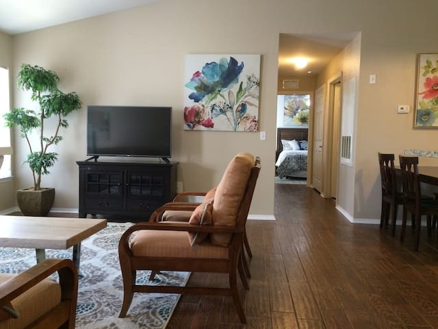 3BR/2BA condo near PierPark long term stay welcome