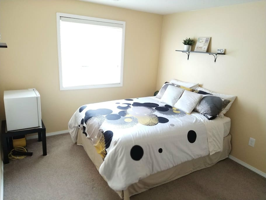 The guest room with a comfortable queen size bed. It easily fits two persons.