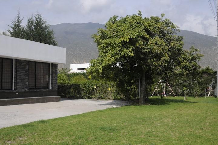 Casa amplia, jardin,jacuzzi, bbq (2 a 14 personas)