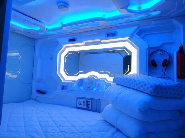 女生白金科技款太空舱(横舱 独卫 六人间)