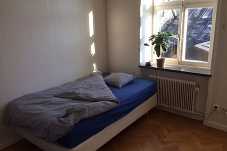 Calm and beautiful room in Gamla stan / Old town - Стокгольм - Квартира